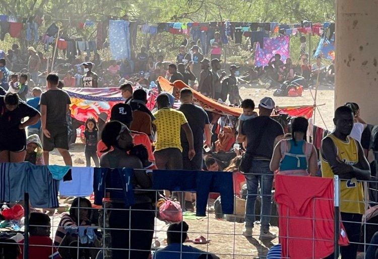 10.000 illegals under the Bridge in Del Rio causing Border Crisis