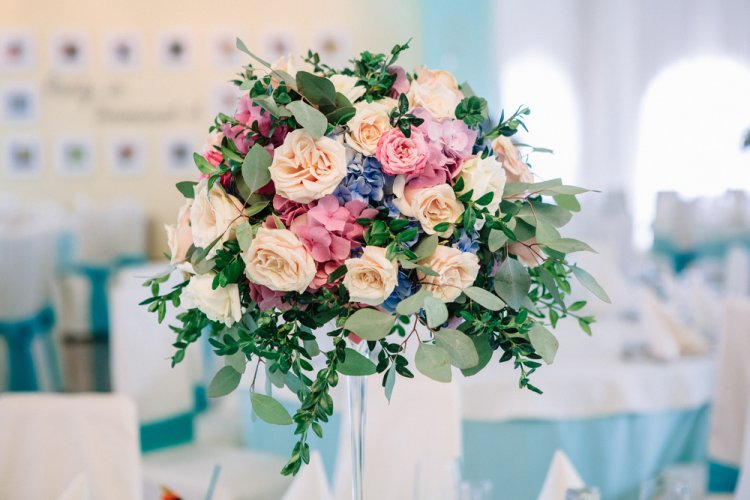 What are common reason to  hire   online flower deliver service?